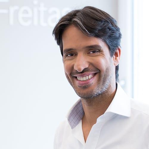 OA Dr. Alexis Freitas, F.E.B.S.